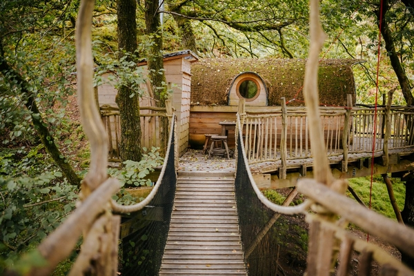 Quality Unearthed glamping treehouse