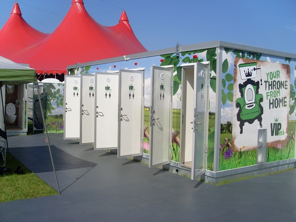 Loos and showers for outdoor events by A1