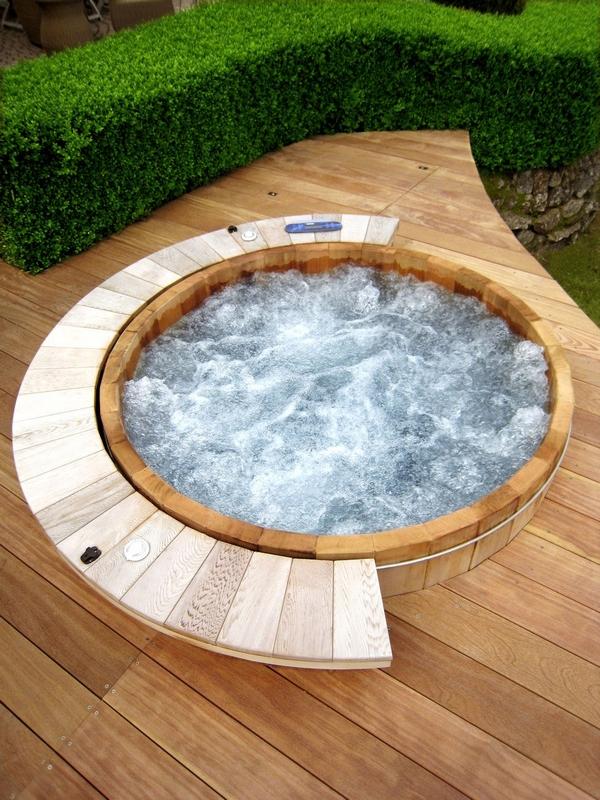 Riviera hot tub