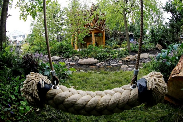 Naturalistic play environment in a forest