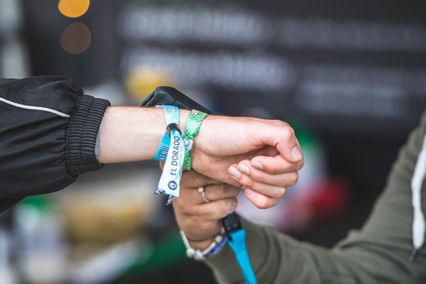 Cashless Festival technology using wristbands