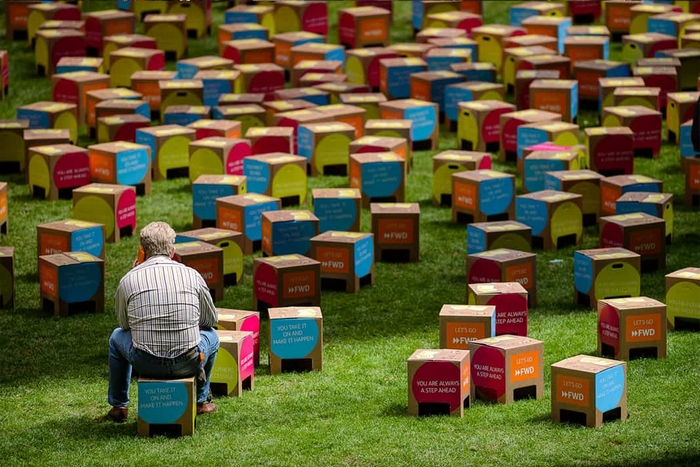 FestivalChairs recyclable cardboard stools