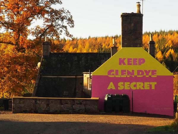 'Keep Glen Dye a secret' sign