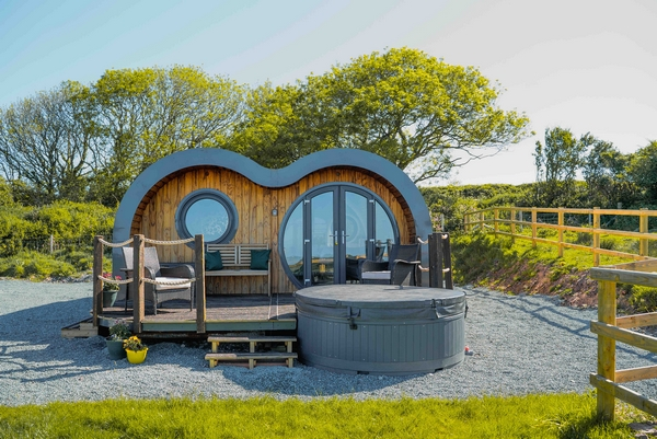 Accommodation with hot tub