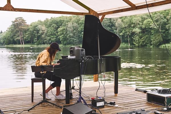 ALSO festival piano player