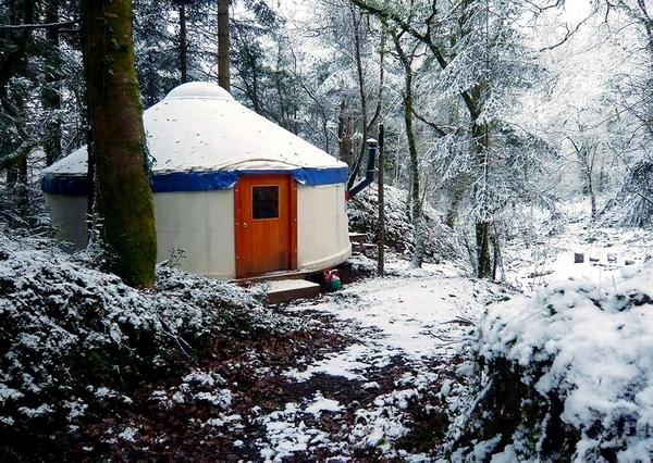 Yurtcamp Devon in the snow
