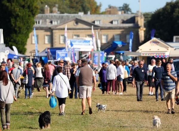 Crowd at The Romsey Show